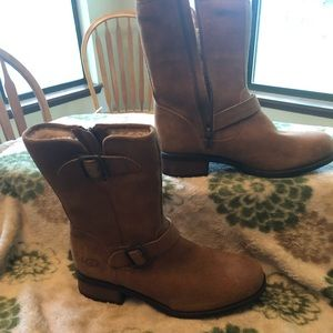Size 8 NWT Ugg Suede boots